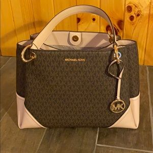 Used Michael kors shoulder bag